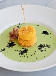 Mozzarella al cuscus in zuppetta di piselli