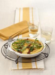 Omelette formaggio e pancetta con la rucola
