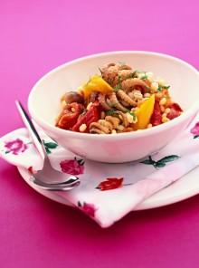 L'orzo in insalata con polpetti, peperoni e pomodori