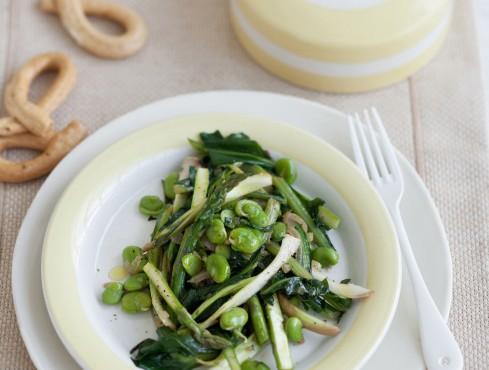 padellata-di-catalogna-puntarelle-fave-asparagi-e-lattughino-selvatico