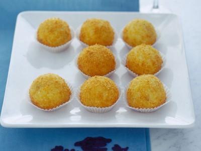 palline-di-semolino-al-cocco-con-uvetta ricetta