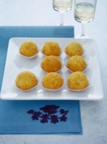 Le palline di semolino al cocco con uvetta