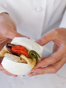 Panino di mozzarella, verdure e mollica grigliate