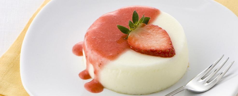 panna-cotta-con-coulis-di-fragole