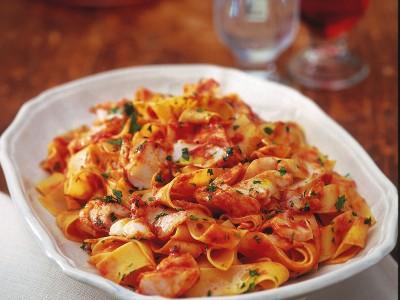 pappardelle-al-sugo-rosso-di-baccala ricetta