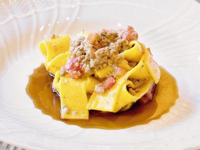 pappardelle-allo-zafferano-con-ragu-bianco-dagnello ricetta