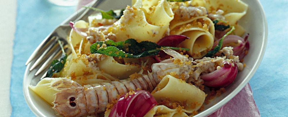 pappardelle-con-canocchie-e-cipolle-di-tropea ricetta