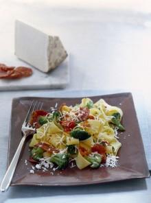 Pappardelle con ricotta, broccoli e salame