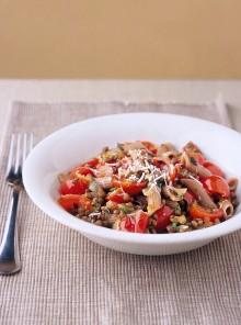La pasta di farro con lenticchie e pomodorini