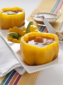 Peperoni ripieni di gazpacho spagnolo