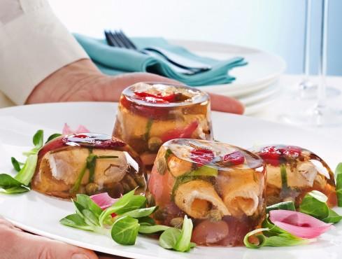 piccoli-aspic-di-vitello-e-salsa-tonnata ricetta