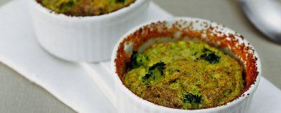 piccoli soufflé speziati ai broccoli