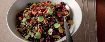 pilaf-di-riso-selvaggio-con-mirtilli-uvette-e-goji-berries