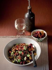 Pilaf di riso selvaggio con mirtilli, uvette e goji berries