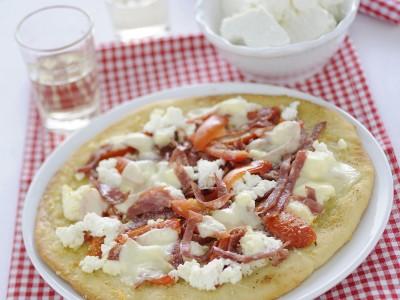 pizza-con-il-salame-e-la-ricotta