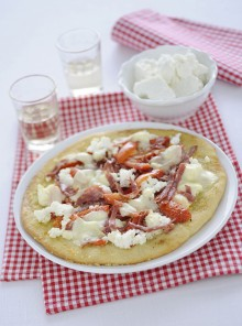Pizza con il salame e la ricotta