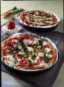Pizza con pomodori freschi e crescenza