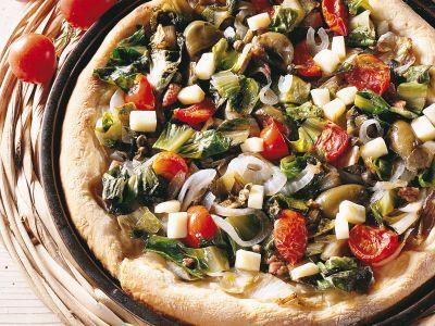 pizza con scarola, cipolla e pomodori ciliegia ricetta
