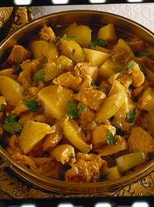 Pollo al curry con patate