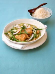 Pollo al curry con zucchine e fagiolini
