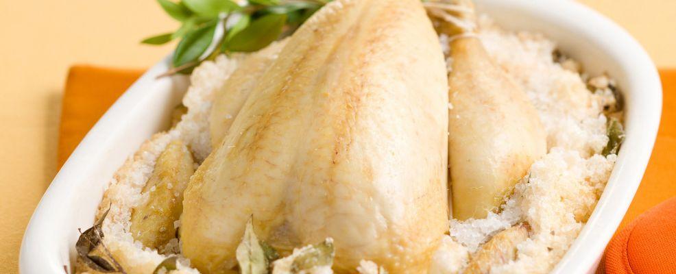pollo al forno in crosta di sale profumata al mirto Sale&Pepe ricetta