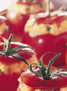 Pomodori ripieni con uova e ricotta
