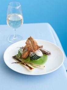 Trittico di pesci azzurri su crema di fave