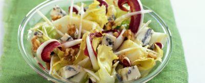 radicchio, scarola con roquefort e noci ricetta