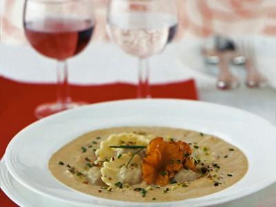 ravioli-al-filetto-con-crema-di-finferli-e-pistacchi