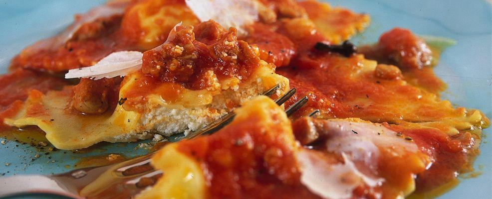 ravioli-di-ricotta-al-ragu ricetta