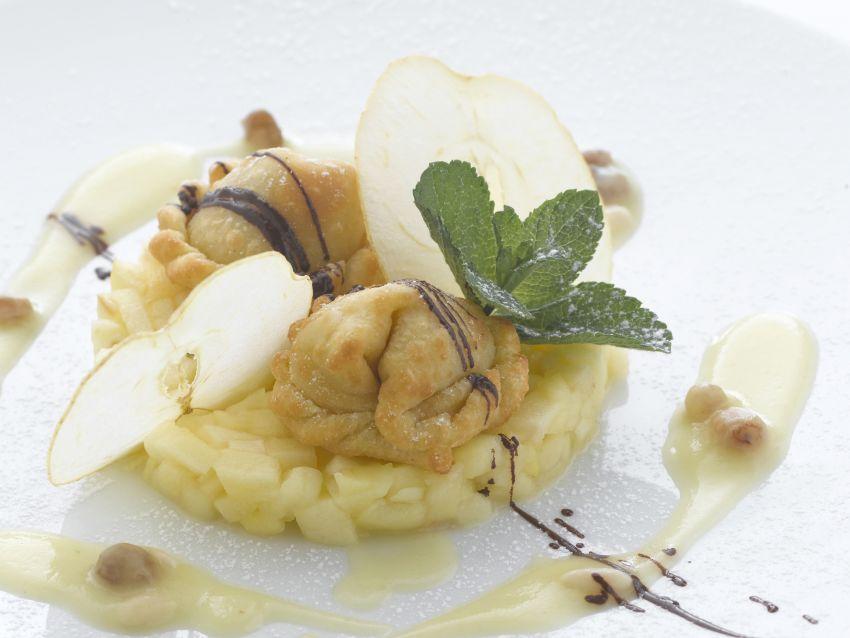 ravioli-di-strudel-su-tartare-di-mele ricetta sale e pepe