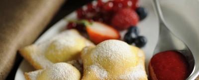 ravioli-dolci-con-frutti-di-bosco-e-coulis-di-lamponi