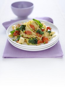 Le reginette con pomodorini, spinaci e pistacchi