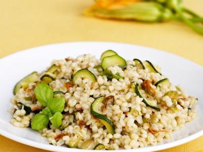 ricetta orzotto-con-zucchine-e-fiori-di-zucca