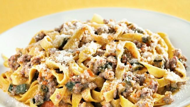 ricetta tagliatelle-con-ragu-di-verdure-e-salsiccia