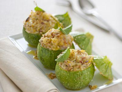 risotto-tiepido-nelle-zucchine-con-menta-e-pinoli