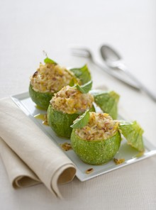 Risotto tiepido nelle zucchine con menta e pinoli