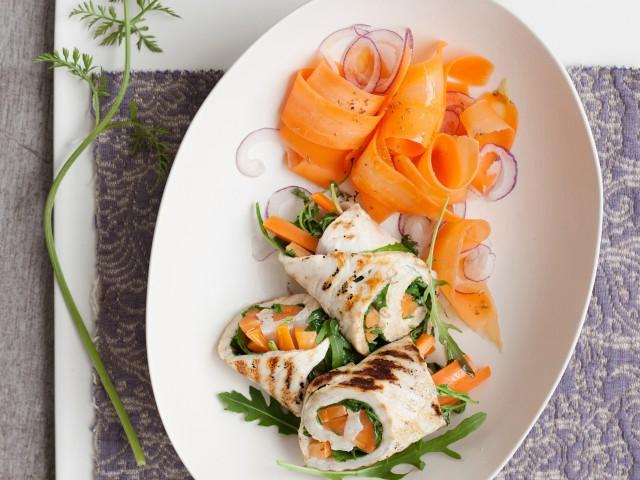 rotolini-di-pollo-con-carote-e-rucola-al-cumino