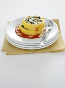 Rotolo con mozzarella, spinacini e mandorle