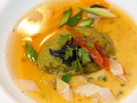 royale-di-cipolla-bianca-di-giarratana-fondente-con-spuma-di-broccoli-consomme-di-pollo-di-bresse-e-coriandoli-di-verdure-alle-erbe