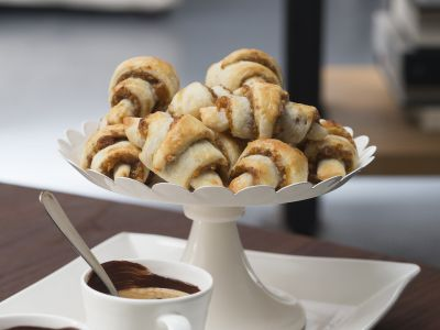 rugelach alle albicocche secche e noci ricetta