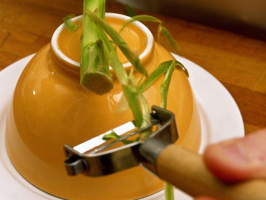 scaloppe-di-merluzzo-con-asparagi-allo-zafferano foto