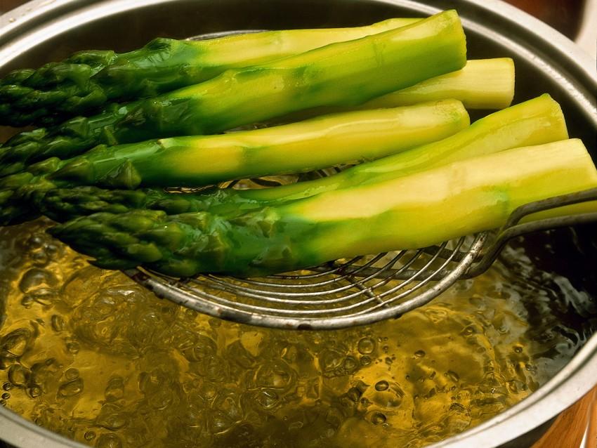 scaloppe-di-merluzzo-con-asparagi-allo-zafferano immagine