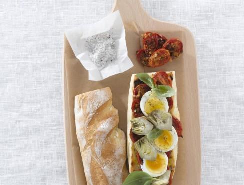sfilatino-con-uovo-e-pomodori-gratinati