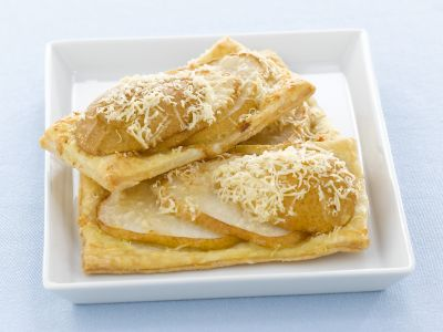 sfogliatine-con-pere-e-parmigiano