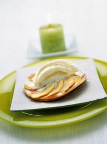 Le sfogliatine di mela con gelato alla vaniglia
