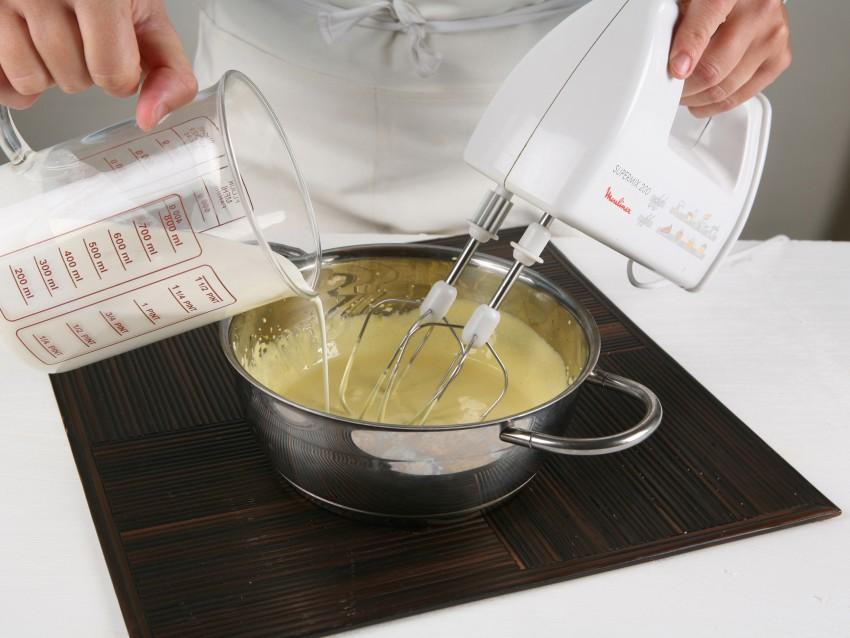 sformatino-di-cioccolato-bianco-con-salsa-fondente