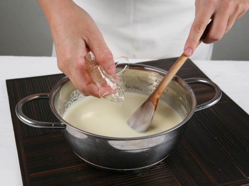 sformatino-di-cioccolato-bianco-con-salsa-fondente ricetta