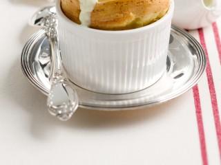 souffle-di-gorgonzola-con-salsa-di-porri
