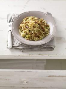 Spaghetti ai cipollotti con pane ai semi tostato